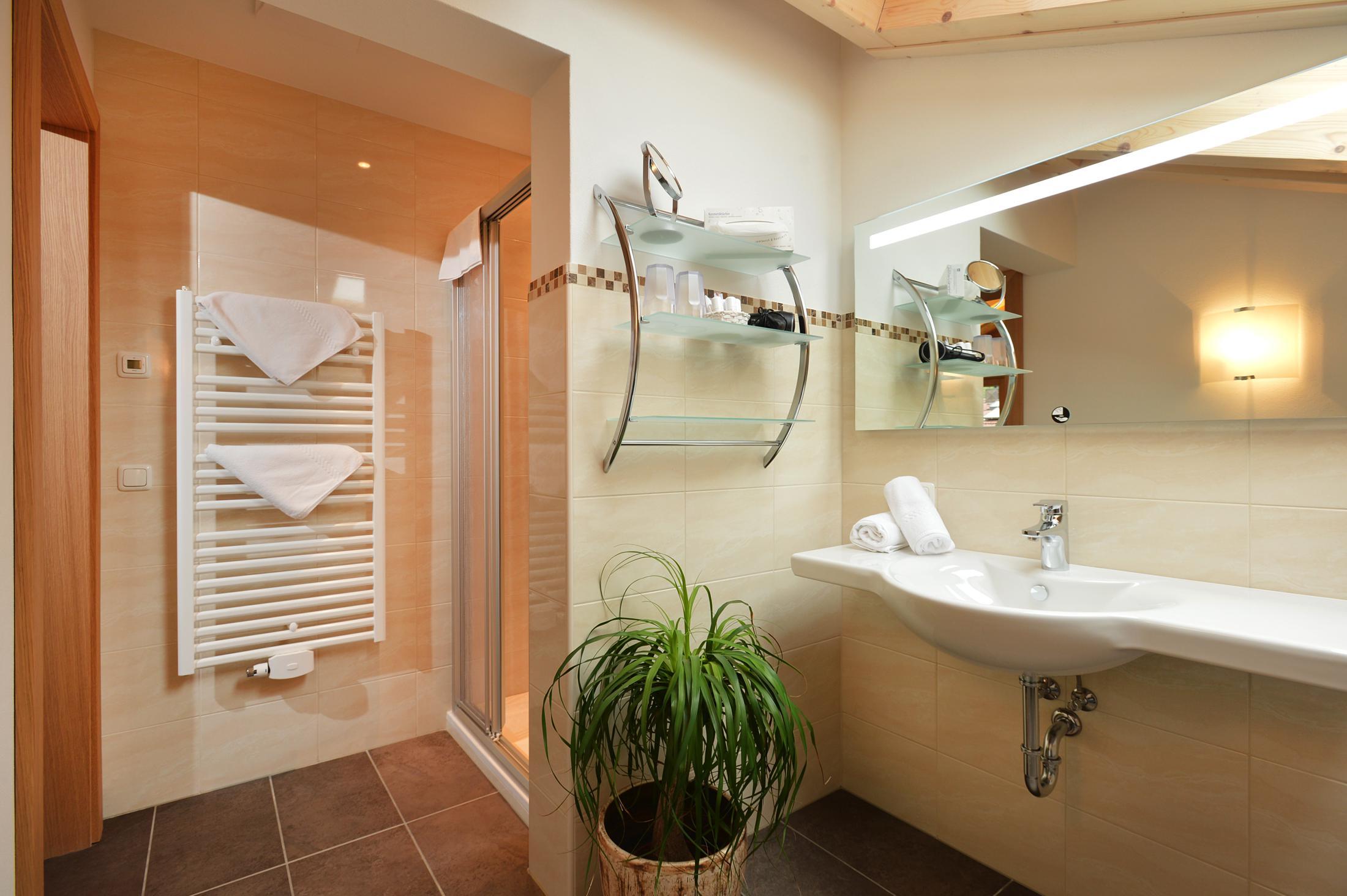Designer Badezimmer. Design Badewanne Aus Mineralguss Classic ...